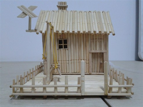 可以用一次性筷子做個小房子